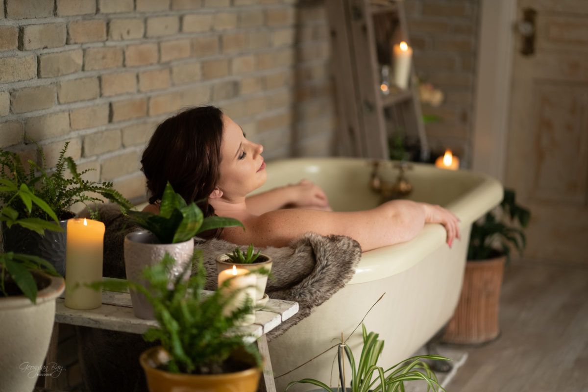 Boudoir photography - woman in bathtub